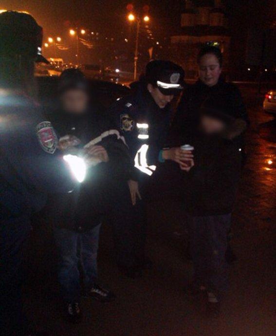 Мариупольские полицейские накормили трех несовершеннолетних (ФОТО) (фото) - фото 1