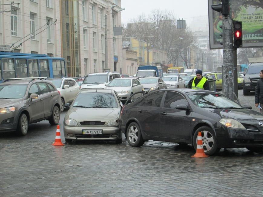 05e0c1abdb947c5e59e2a23a3213f8b6 Из-за аварии в центре Одессы транспортный коллапс