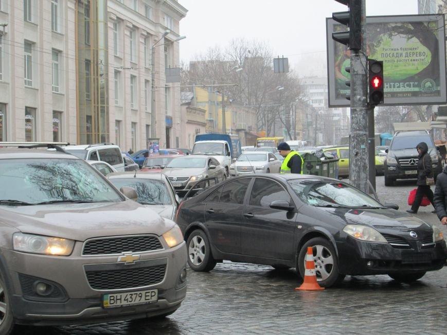 5586c35cb3d0bfe29863b696cda67b0f Из-за аварии в центре Одессы транспортный коллапс