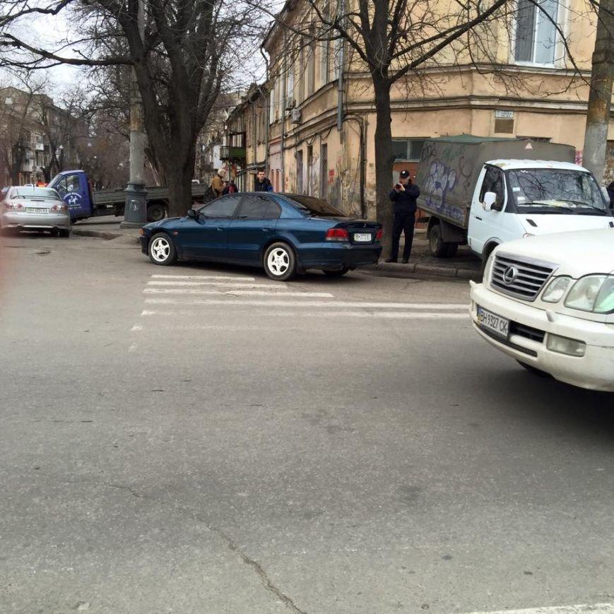 26b480ee3000d9f42b3886175c52b3f1 Одесситы не могут заставить полицейских оштрафовать автохамов