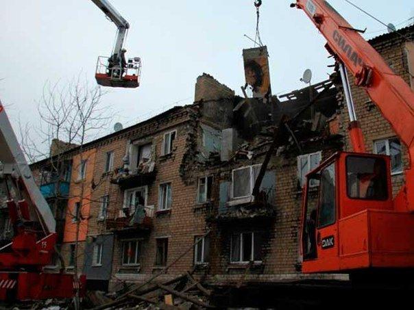 В Макеевке ликвидируют последствия взрыва газа в жилом доме (фото) (фото) - фото 3