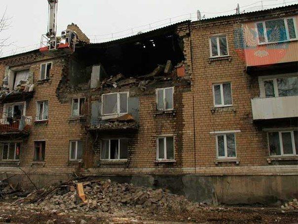 В Макеевке ликвидируют последствия взрыва газа в жилом доме (фото) (фото) - фото 2