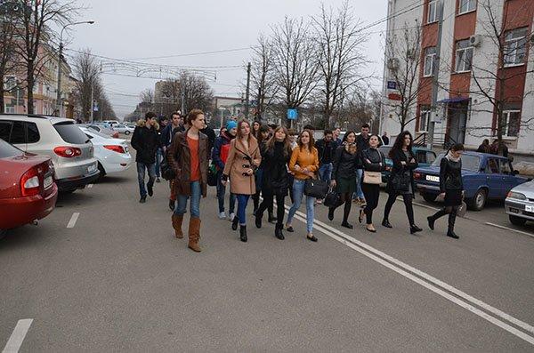 В Майкопе студенты МГТУ побывали на прогулке по «шварцевскому» городу (фото) - фото 2