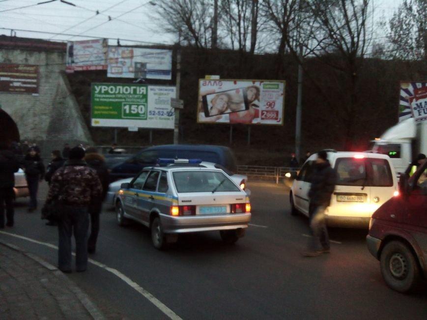 У Тернополі через ДТП за участю поліцейської машини утворилися величезні затори (ФОТО) (фото) - фото 1