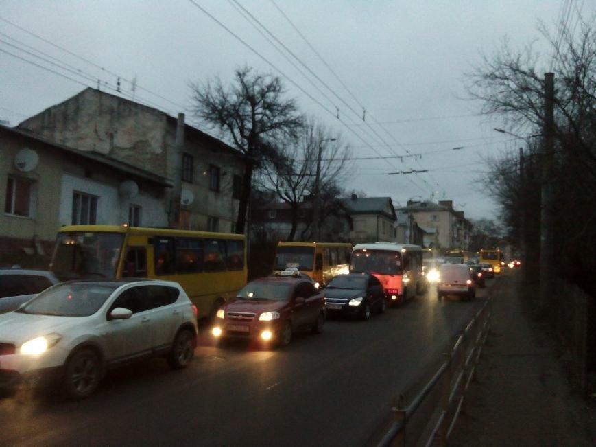 У Тернополі через ДТП за участю поліцейської машини утворилися величезні затори (ФОТО) (фото) - фото 2