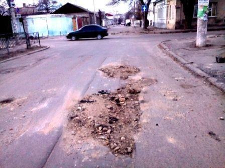 Ремонт дорог по-херсонски (фото) (фото) - фото 1