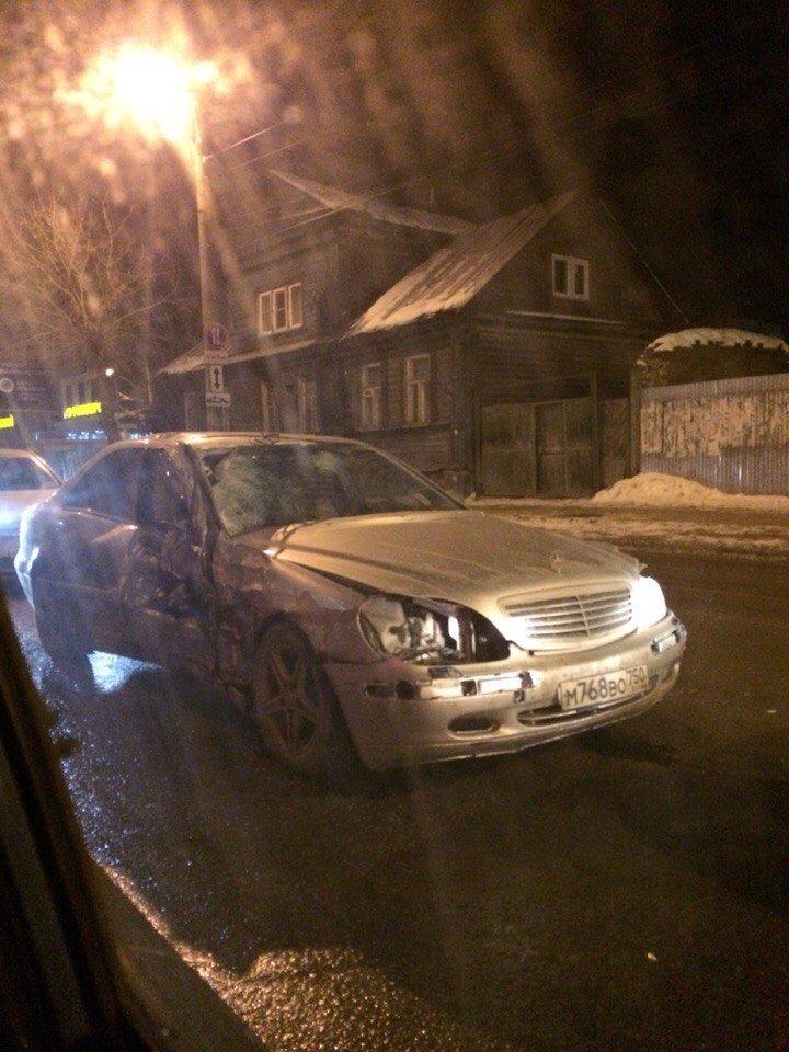 В Твери мерседес с подмосковными номерами протаранил полицейскую машину (фото) - фото 2