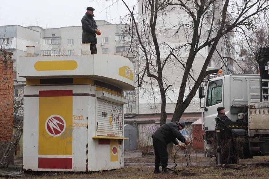 В Житомире продолжают демонтировать незаконно установленные временные сооружения, фото-5