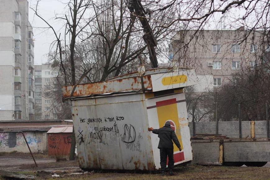 В Житомире продолжают демонтировать незаконно установленные временные сооружения, фото-2