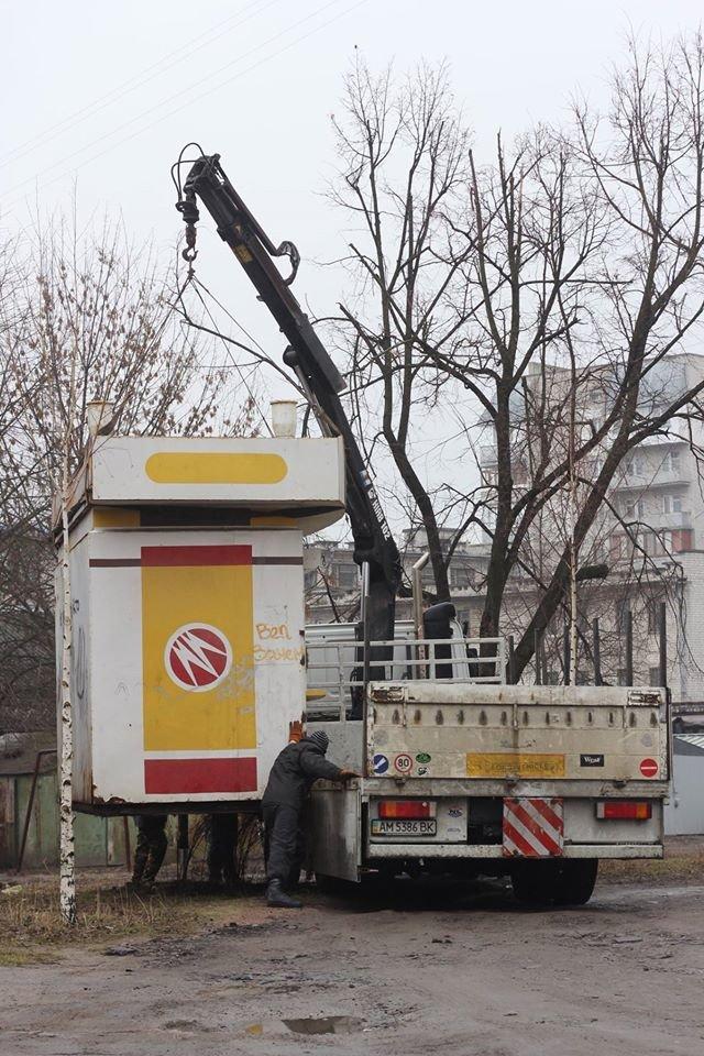 В Житомире продолжают демонтировать незаконно установленные временные сооружения, фото-1