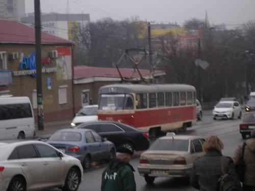 Весна пришла: на кабину грузовика упал рекламный щит и ДТП на Чернышевского (ФОТО) (фото) - фото 1