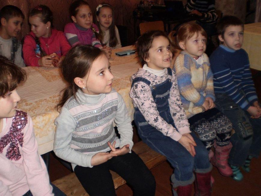 Детский праздник состоялся в городе Белицкое (фото) - фото 1