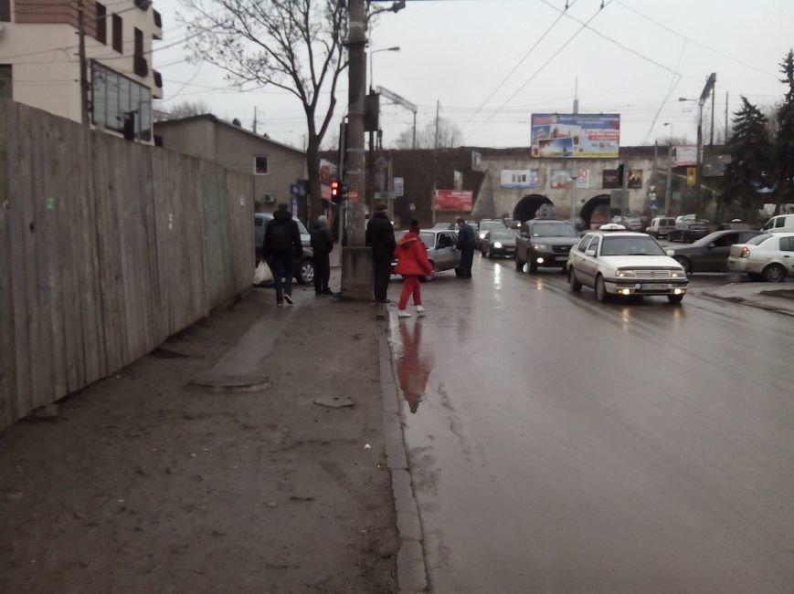 У Тернополі лоб в лоб зіткнулися два автомобілі (Фото) (фото) - фото 1