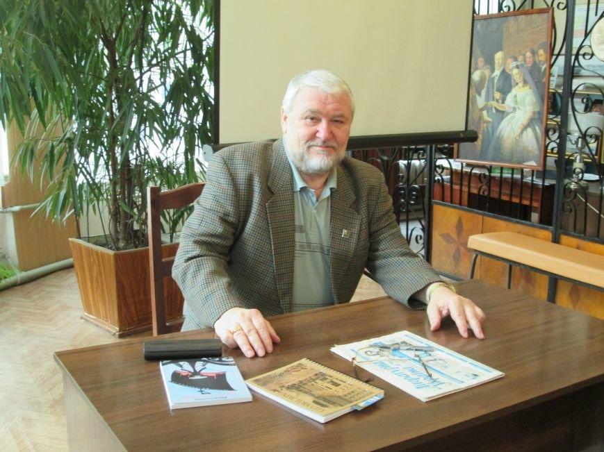Известный украинский писатель презентовал в Днепродзержинске свой новый роман, фото-1