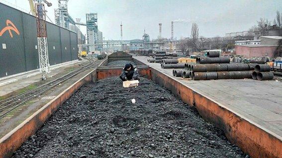 В николаевский морпорт вызвали взрывотехников из-за подозрительной коробки (ФОТО) (фото) - фото 2