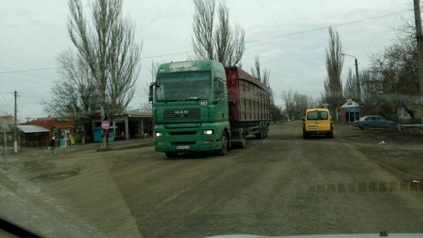 """Несмотря на запрет со стороны обладминистрации, фуры продолжают ездить по трассе Н-11 """"Кривой Рог - Николаев"""" (ФОТО), фото-8"""