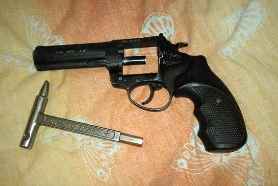 """49b5d456d6111f7d09e27c10008f8c26 В Одессе задержали вооруженную гранатой и пистолетами банду """"кардеров"""""""