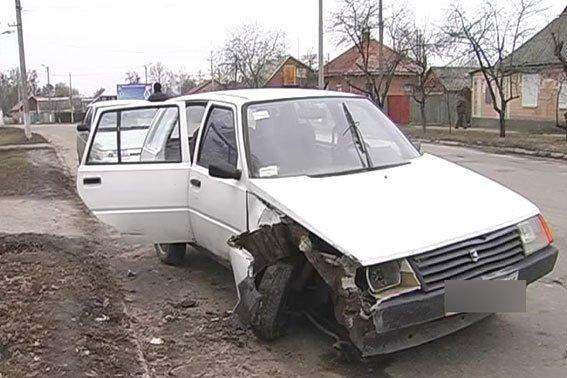 На Полтавщине пьяная женщина влетела автомобилем в  электроопору (фото) - фото 1