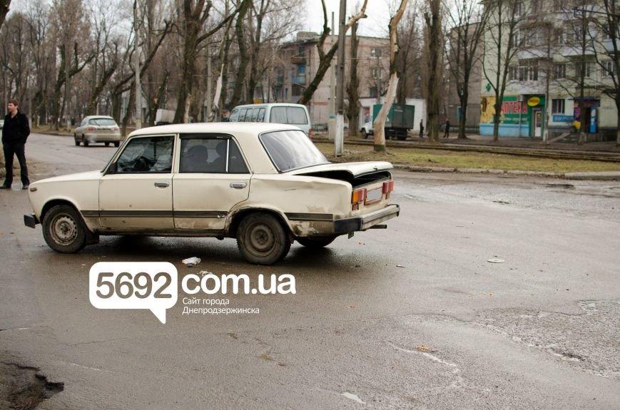В Днепродзержинске столкнулись ВАЗ и мотоцикл: есть пострадавшие (фото) - фото 4
