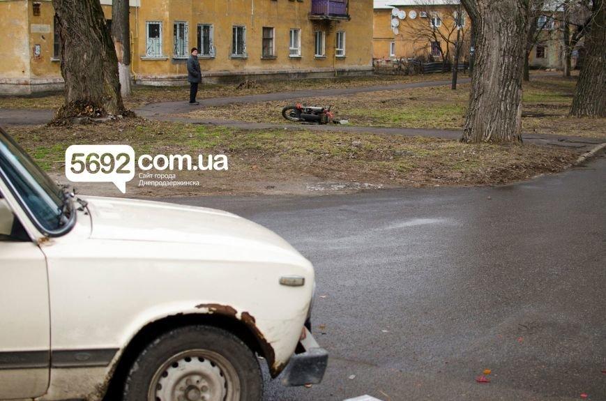 В Днепродзержинске столкнулись ВАЗ и мотоцикл: есть пострадавшие (фото) - фото 6