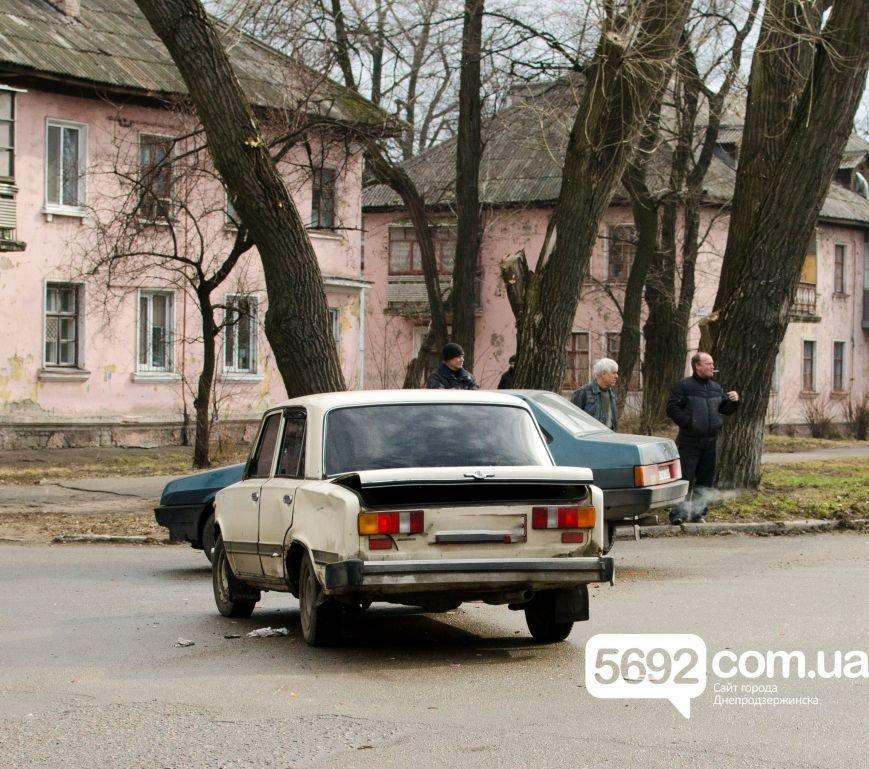 В Днепродзержинске столкнулись ВАЗ и мотоцикл: есть пострадавшие, фото-1