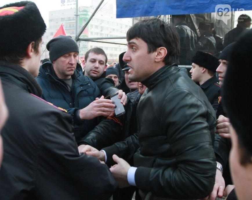 Начало «русской весны» в Донецке - два года назад с Донецкой ОГА впервые сорвали украинский флаг (ФОТО, ВИДЕО) (фото) - фото 4