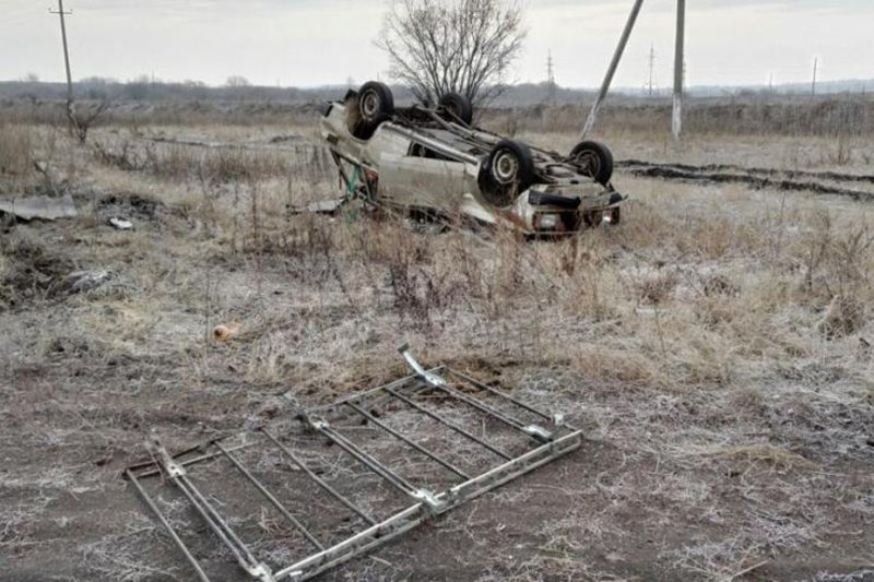 В Белгородской области в столкновении легковушки с фурой погибли два человека (фото) - фото 1