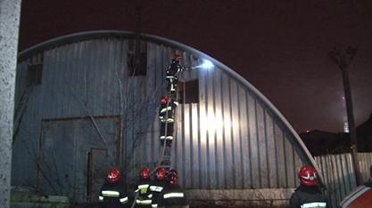 У Львові ледь не згоріла будівля ангару (ФОТО+ВІДЕО), фото-2