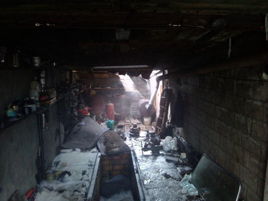 На улице Кизлярской в Днепродзержинске горел автомобиль (фото) - фото 2