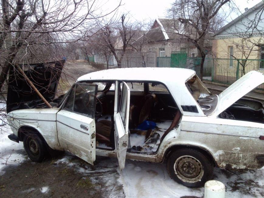 На улице Кизлярской в Днепродзержинске горел автомобиль (фото) - фото 1