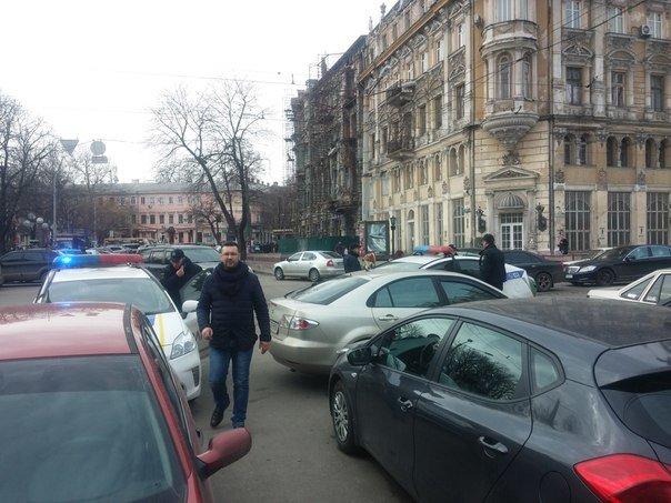 В центре Одессы задержали табор, который клянчил деньги под центральным ЗАГСом (ФОТО) (фото) - фото 1