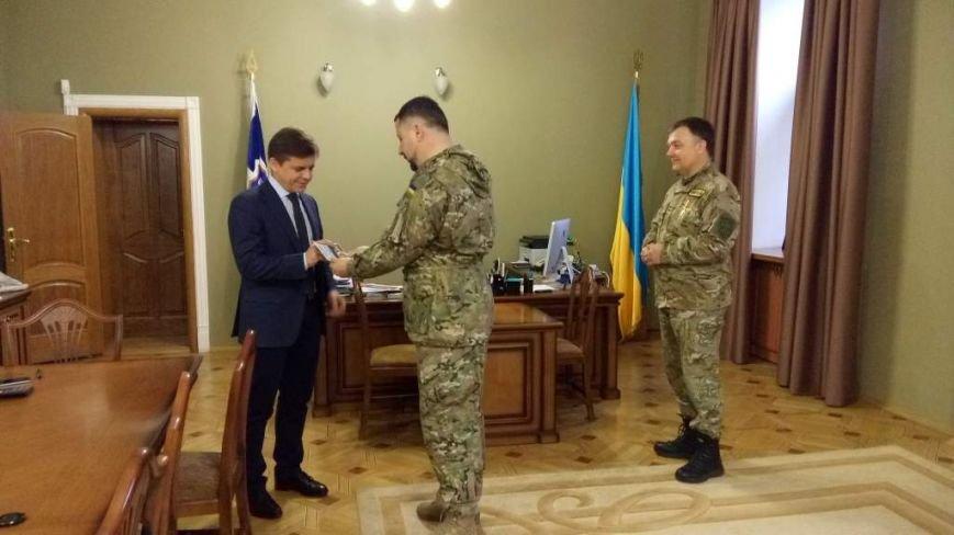 Мера Житомира наградили военным знаком «За служение Богу и Украине», фото-1