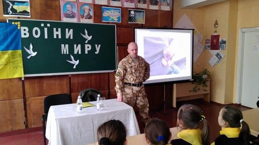 Ветеран АТО рассказал криворожским школьникам об Иловайском котле и цене мира  (ФОТО), фото-1
