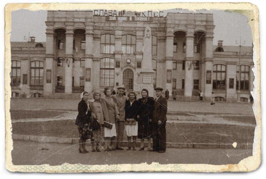 Прогулки по Запорожью с Романом Акбашем:  гуляем по Привокзальной площади (фото) - фото 21