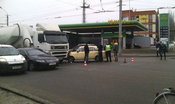 На перекрестке Янтарной и Калиновой образовалась пробка на несколько часов (ФОТО) (фото) - фото 1