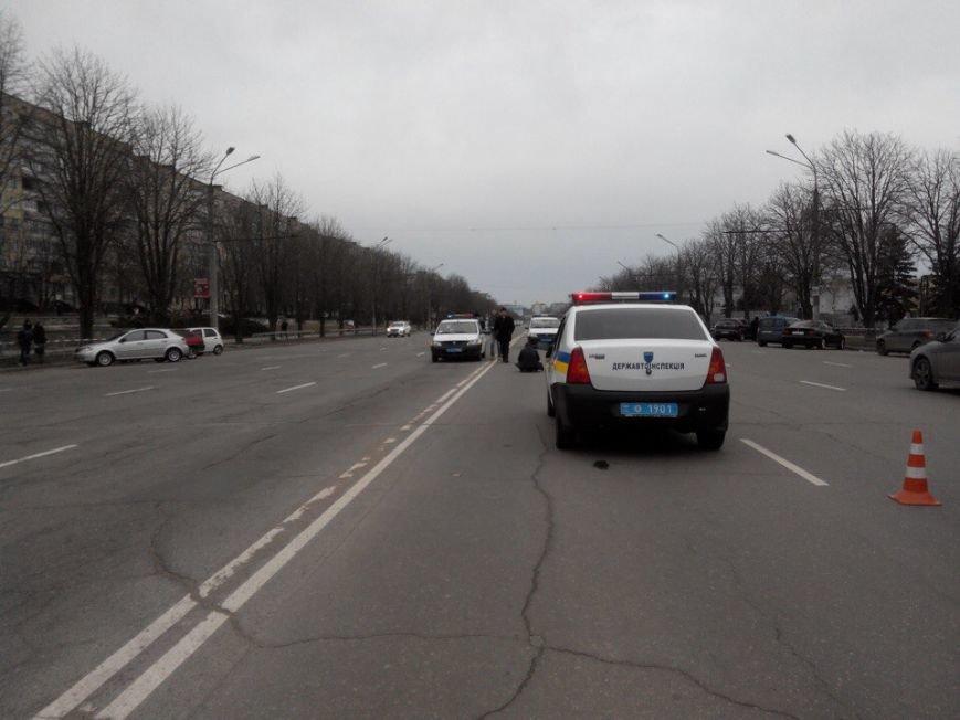 Криворожанин, переходивший дорогу вместе с другом, попавшим под колеса автомобиля, стоя на коленях плакал над его телом (ФОТО 18+), фото-5