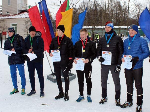 Почти 200 человек приняли участие в лыжных гонках и командном спринте в городе Пушкине (фото) - фото 1
