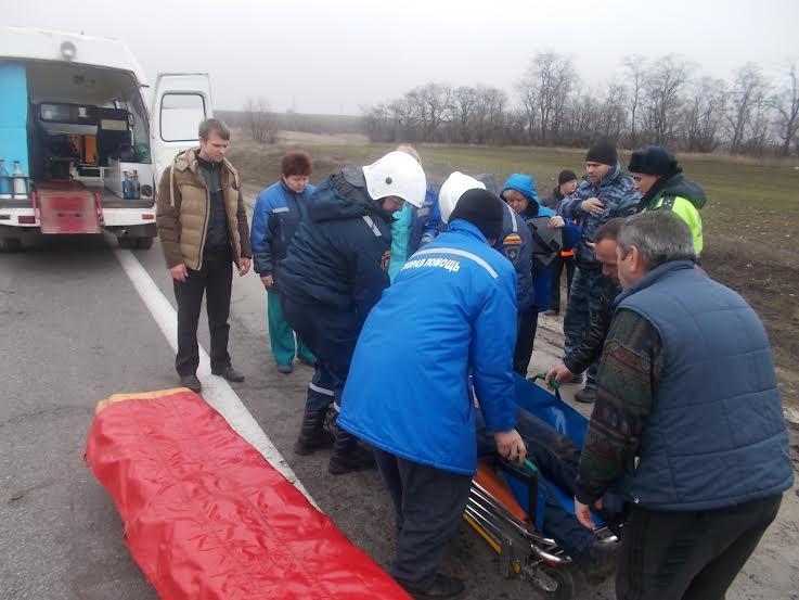 На трассе М-4 «Дон» микроавтобус въехал в тягач (фото) - фото 2