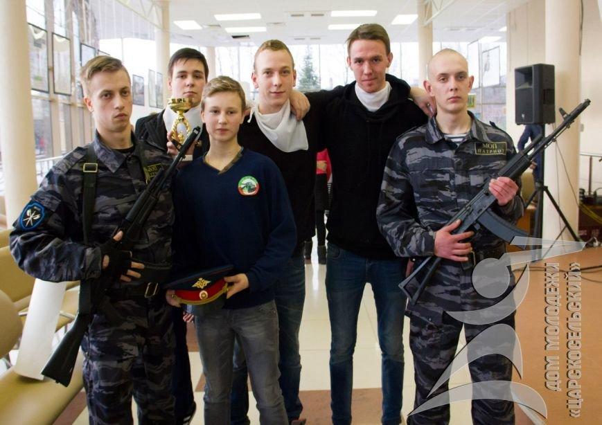 Подростки из Пушкина прошли курс молодого бойца, изучили шифрование и отжались в противогазе (фото) - фото 1