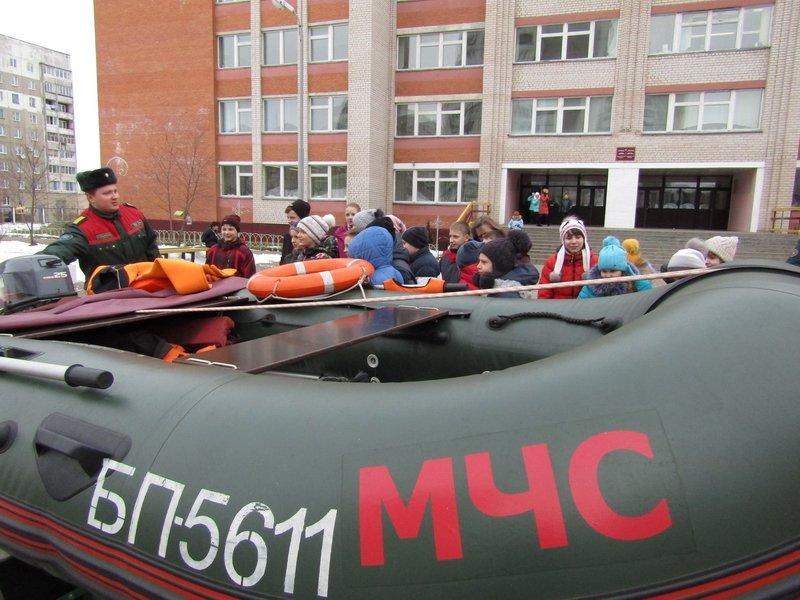 Новополоцкие спасатели провели мастер-класс по эвакуации при срабатывании аварийных сирен, фото-1