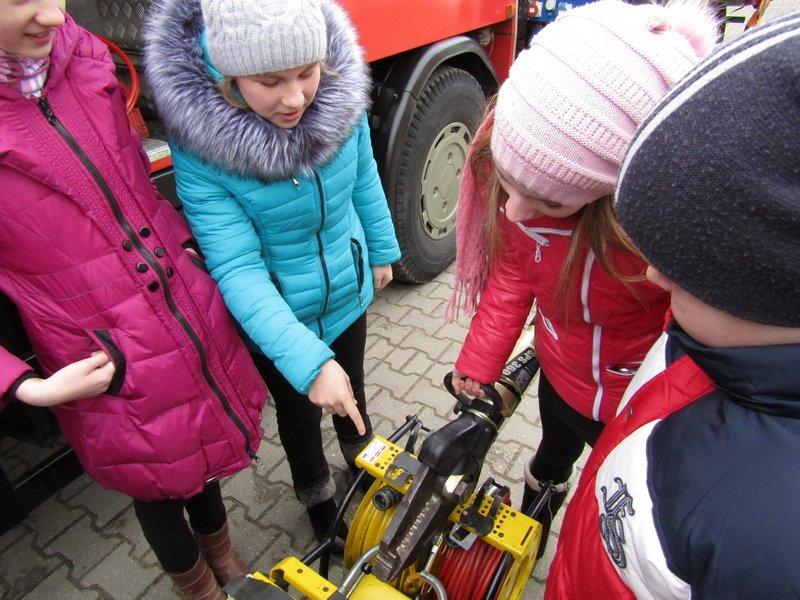 Новополоцкие спасатели провели мастер-класс по эвакуации при срабатывании аварийных сирен, фото-5