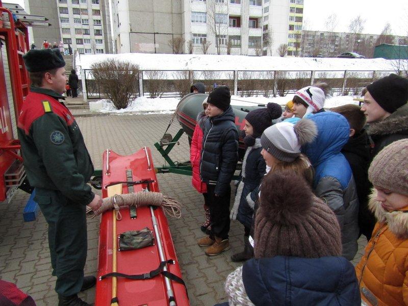 Новополоцкие спасатели провели мастер-класс по эвакуации при срабатывании аварийных сирен, фото-3