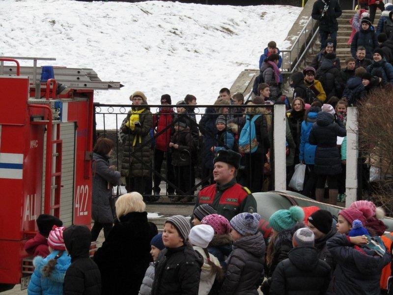 Новополоцкие спасатели провели мастер-класс по эвакуации при срабатывании аварийных сирен, фото-10