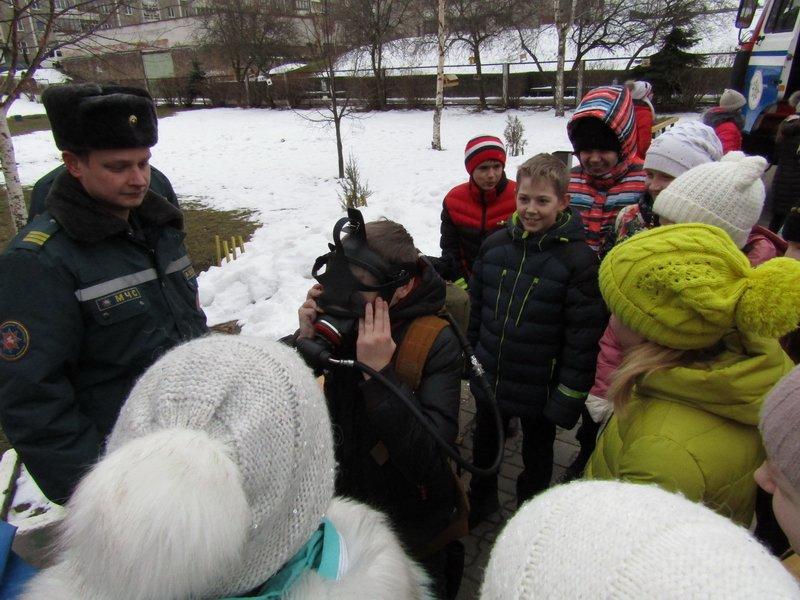 Новополоцкие спасатели провели мастер-класс по эвакуации при срабатывании аварийных сирен, фото-6
