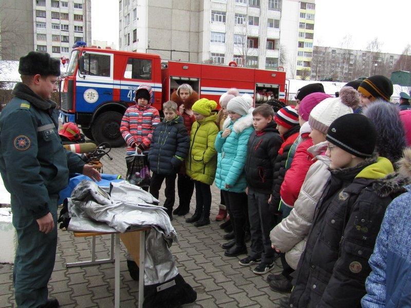 Новополоцкие спасатели провели мастер-класс по эвакуации при срабатывании аварийных сирен, фото-2