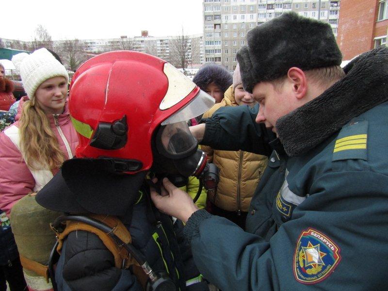 Новополоцкие спасатели провели мастер-класс по эвакуации при срабатывании аварийных сирен, фото-4