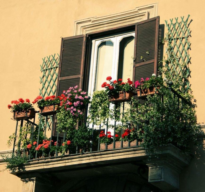 balcony-with-flowers19-1024x958