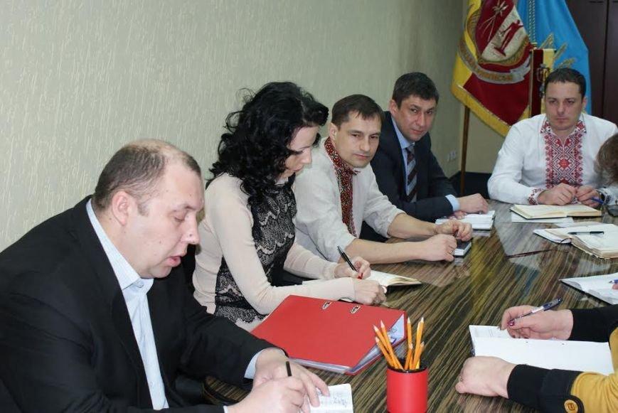 Днеподзержинские чиновники начали носить вышиванки по средам, фото-2