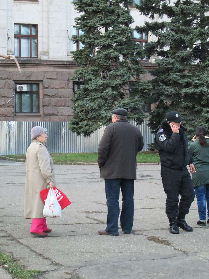 d8ea8d2f76485e0194c6ede210e0b52f Одесская «Самооборона» следит за порядком на Куликовом поле