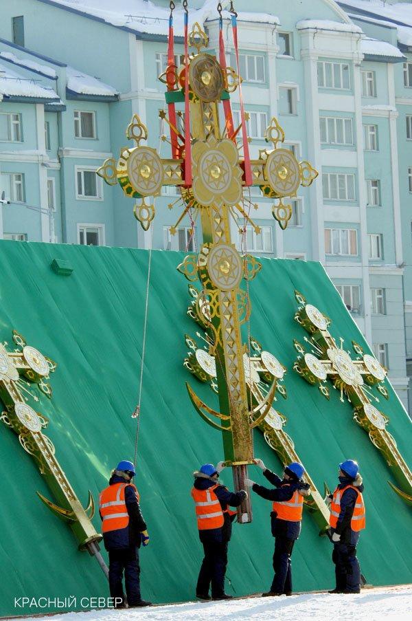 На купола кафедрального Преображенского собора возвели кресты (фото) - фото 3